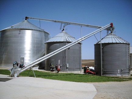 The Double Run Grain Pump functions the same as a chain conveyor